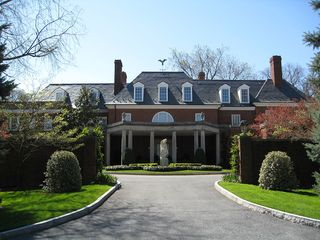 1024px-Hillwood_Museum_Exterior_Front